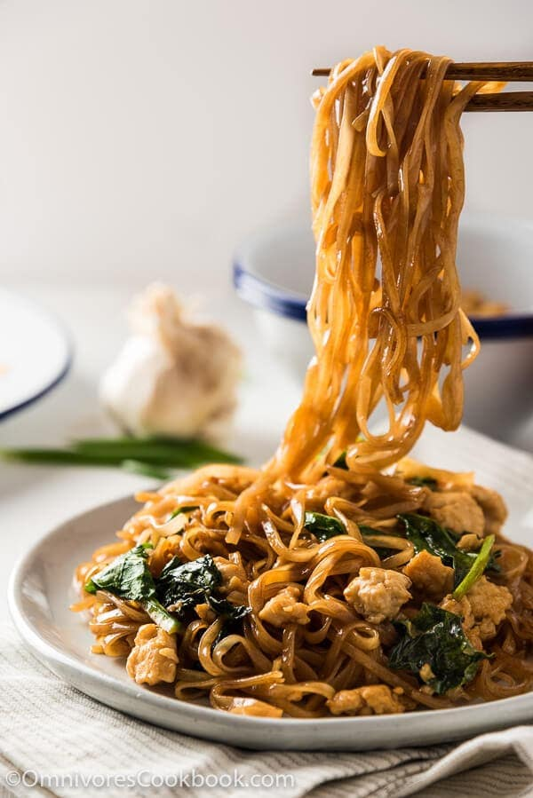 15-Minute Fried Noodles - A perfect way to create a hearty, quick, and healthy one-dish meal. This recipe introduces an optimized workflow and numerous tips for creating a great noodle dish with minimal effort | omnivorescookbook.com