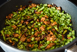 Stir Fried Green Beans with Ground Pork Cooking Process | omnivorescookbook.com