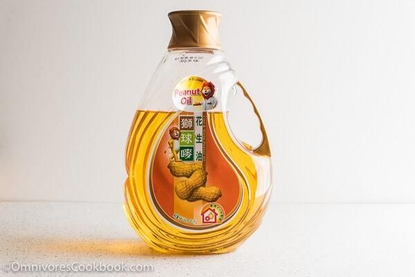 Peanut Oil | omnivorescookbook.com
