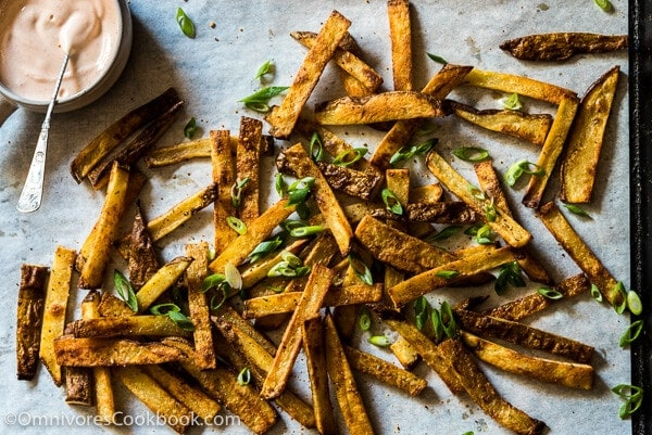 Crispy Baked French Fries with Honey Sriracha Dip - Super crunchy and crispy. Only 218 calories per serving. Now you can enjoy french fries guilt-free!