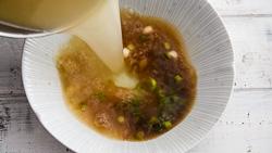 Cantonese Wonton Noodle Soup Cooking Process | omnivorescookbook.com