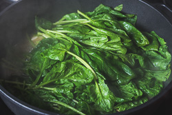 Garlic Spinach in Chicken Broth Cooking Process