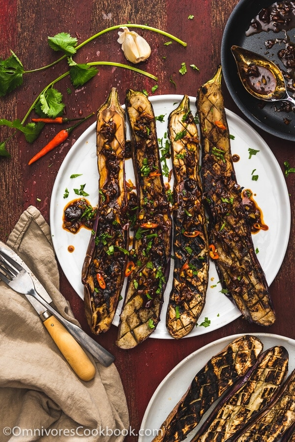 Grilled Eggplant with Xu Xiang Sauce (鱼香烤茄子) - The crispy eggplant is served with a pungent Szechuan style spicy garlic sauce. A vegetarian dish that is so satisfying that it can be served as a main.