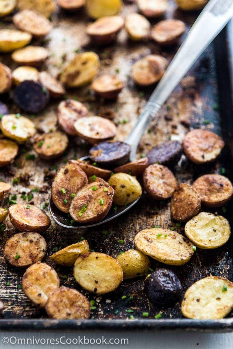 Five Spice and Garlic Roasted Potatoes | Omnivore's Cookbook