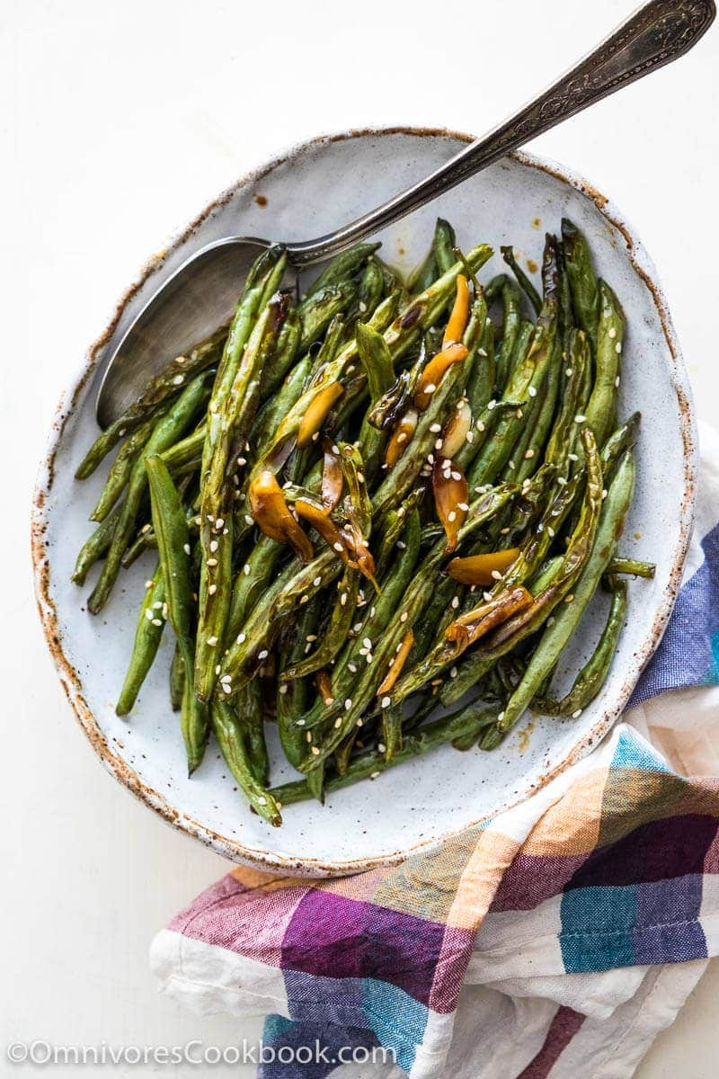 Try out this oven roasted green beans recipe for Thanksgiving this year and say goodbye to dull tasting side dishes!