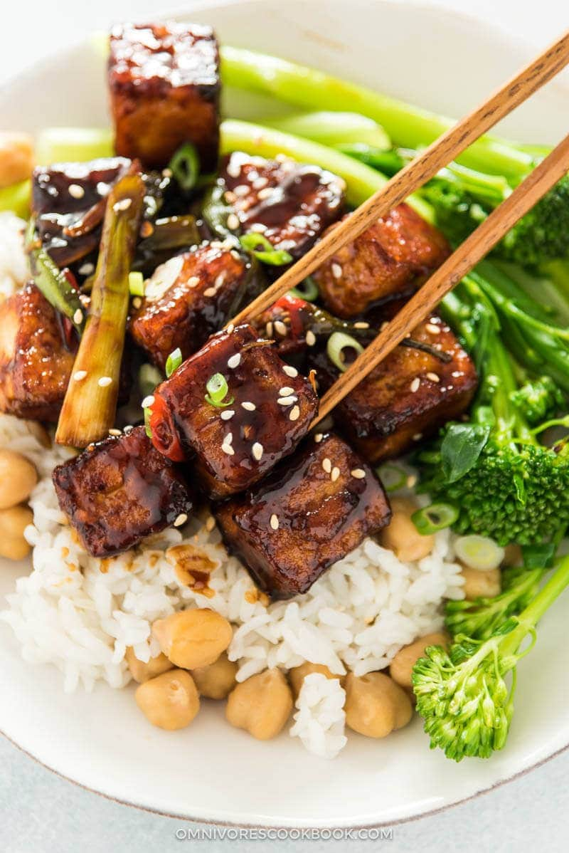 Learn how to make extra crispy tofu with the minimum amount of oil and time without deep frying, plus the best General Tso sauce! {vegan, gluten-free}