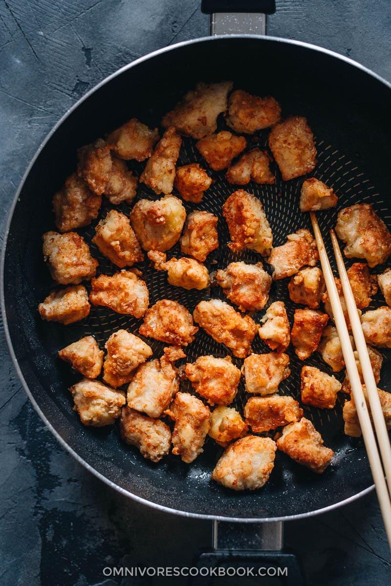 Crispy chicken in pan