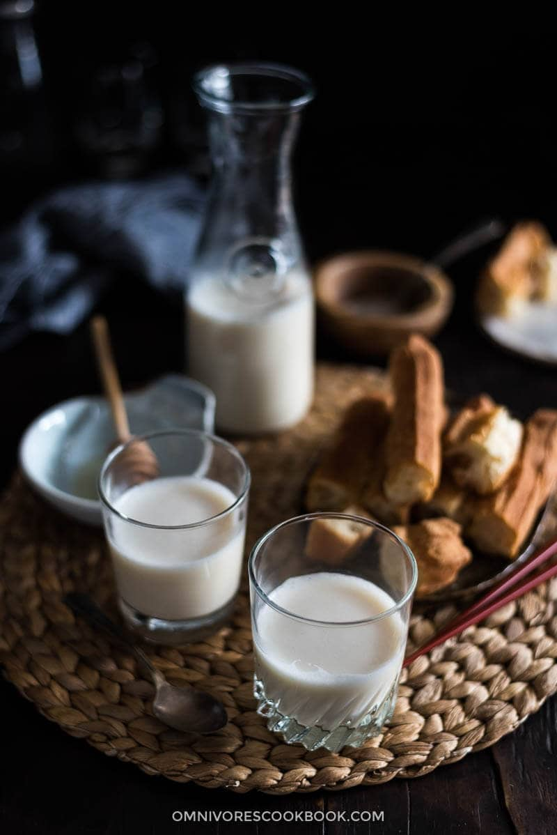 homemade soy milk with soy milk maker 豆浆 omnivore s cookbook