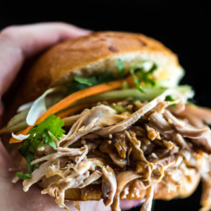 Slow Cooker Honey Garlic Chicken Sliders - Asian Food   Asian Recipe   Game Day   Party   Finger Food   Appetizer