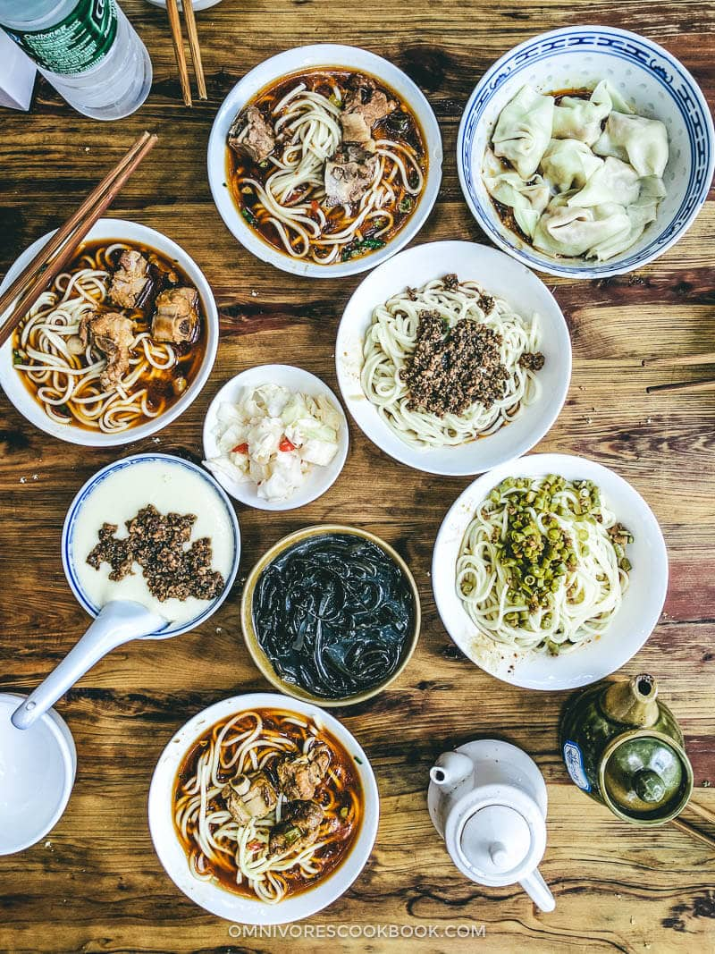 Top 10 Sichuan Street Food in Chengdu - Dan Dan Noodles, Green Bean Noodles, Pork Rib Noodle, Wonton in Red Oil