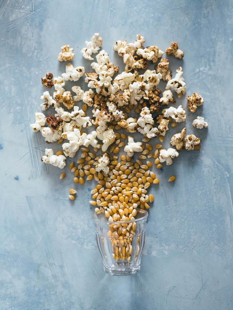 Low-Sugar Kettle Corn (That Tastes Better Than Caramel Corn)   snack   recipes   sweet   gluten free   vegan   vegetarian   homemade   movies   how to make   popcorn   stovetop   healthy  