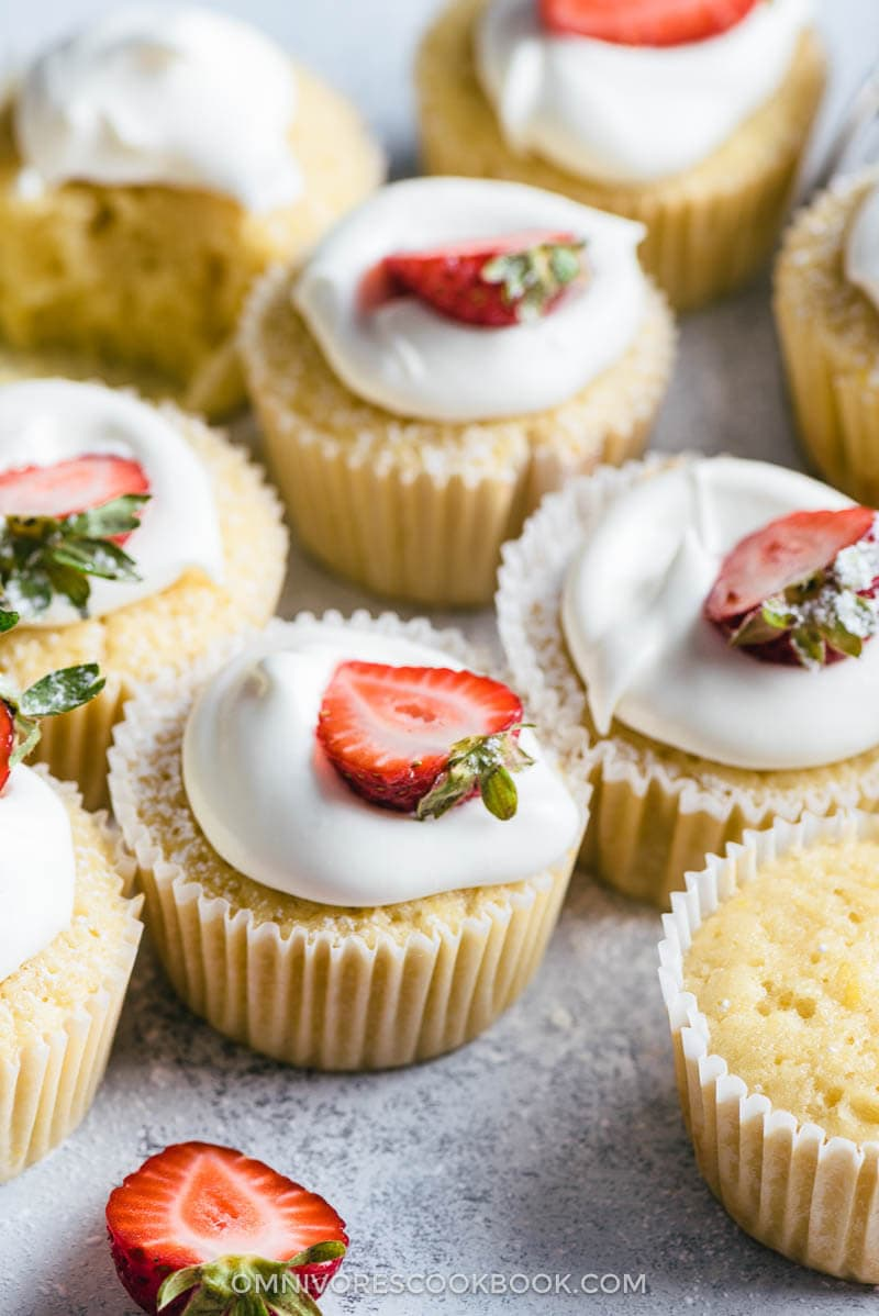 White Chocolate Lemon Cupcakes | Dessert | Sweets | Recipe | Party | Frosting | White Chocolate