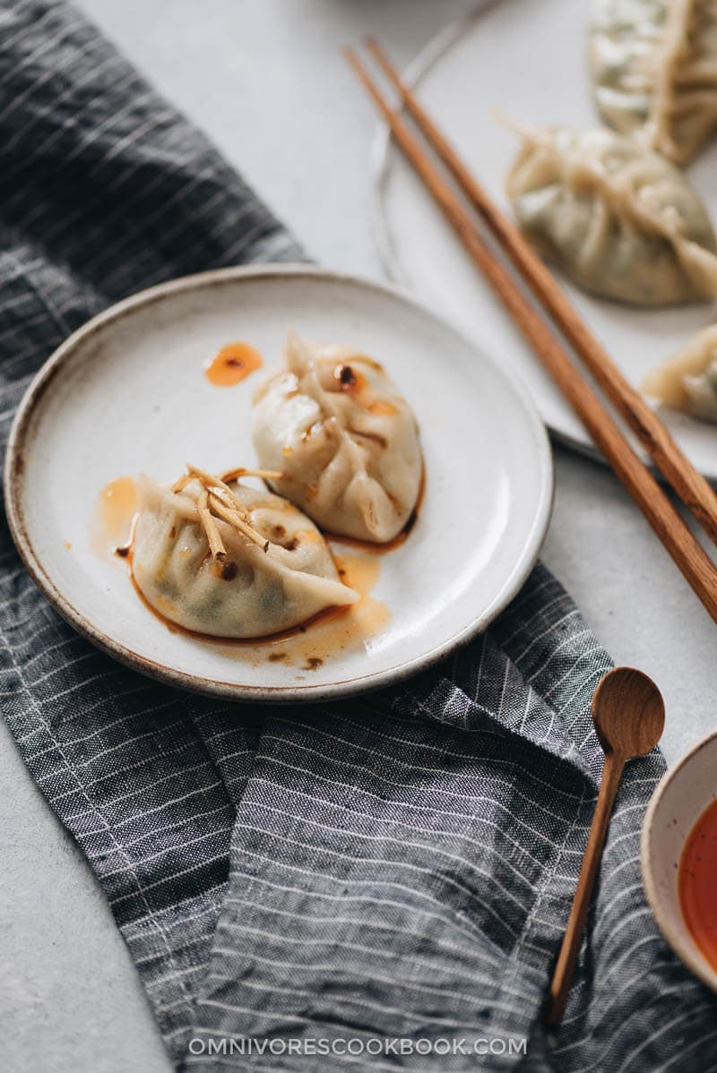 Nepali Momos with Spinach and Ricotta - An easy dim sum appetizer that you can make in your own kitchen and impress your guests with at the dinner party! {Vegetarian}
