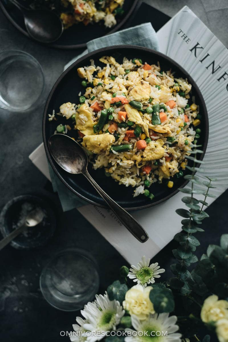 Vegetable Fried Rice (蔬菜炒饭) - The best vegetable fried rice that you can prep and cook in 10 minutes. {vegetarian adaptable}