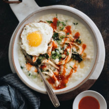 Instant Pot congee with tender chicken and spinach is your perfect one-bowl dinner. It only takes 2 minutes to prepare and you'll have dinner ready in 30 minutes. #glutenfree #recipes #chicken #instantpot