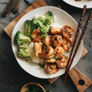 Honey Garlic Shrimp - Learn how to make a healthy honey garlic shrimp stir fry with less sugar and sodium, but more flavor. Serve it on steamed rice with broccoli, and you'll have dinner ready in 20 minutes! #stirfry #takeout #chinese #easy #glutenfree