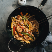 Real-deal Chinese restaurant style black pepper chicken cooked in a wok