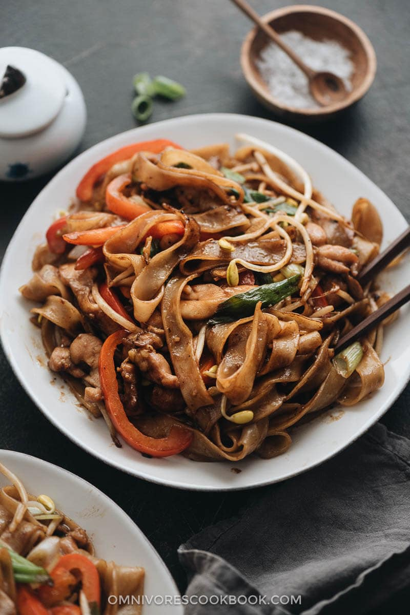 Restaurant style chicken chow fun with bean sprouts and peppers