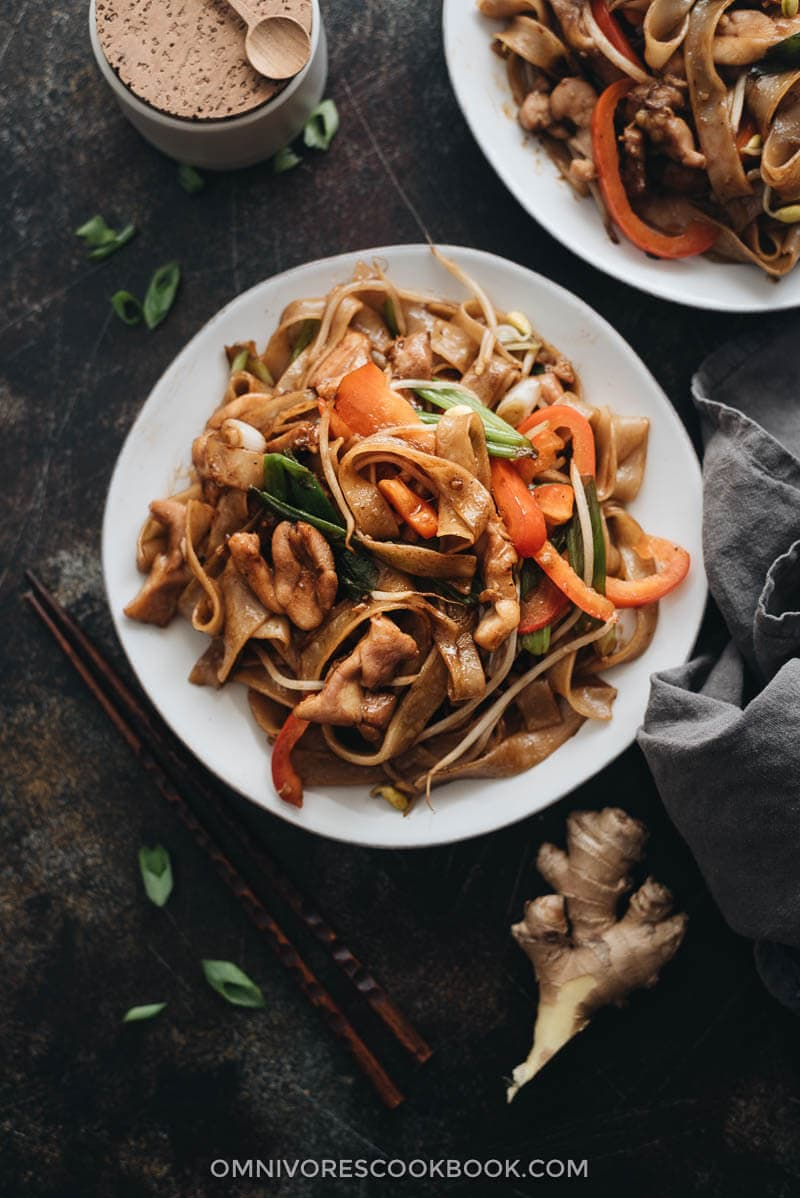 Restaurant style chicken chow fun
