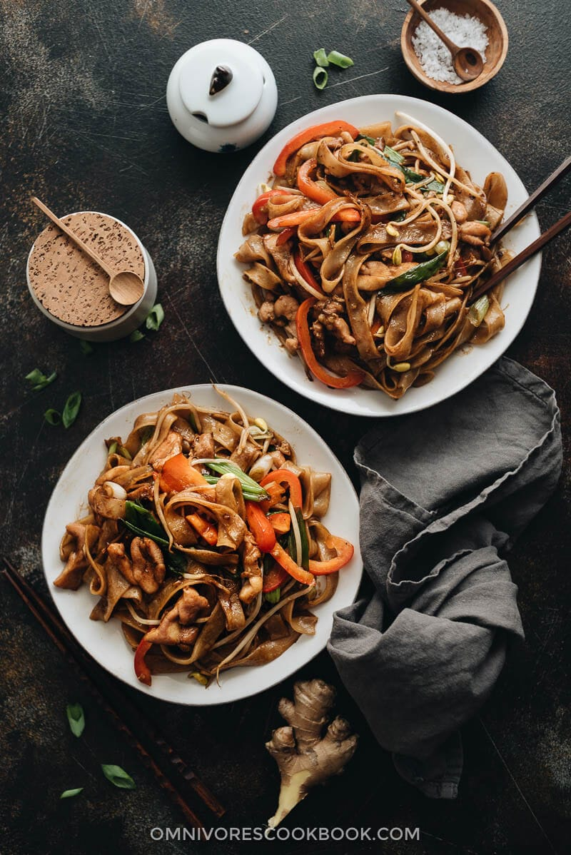 15-minute chicken chow fun served in plates