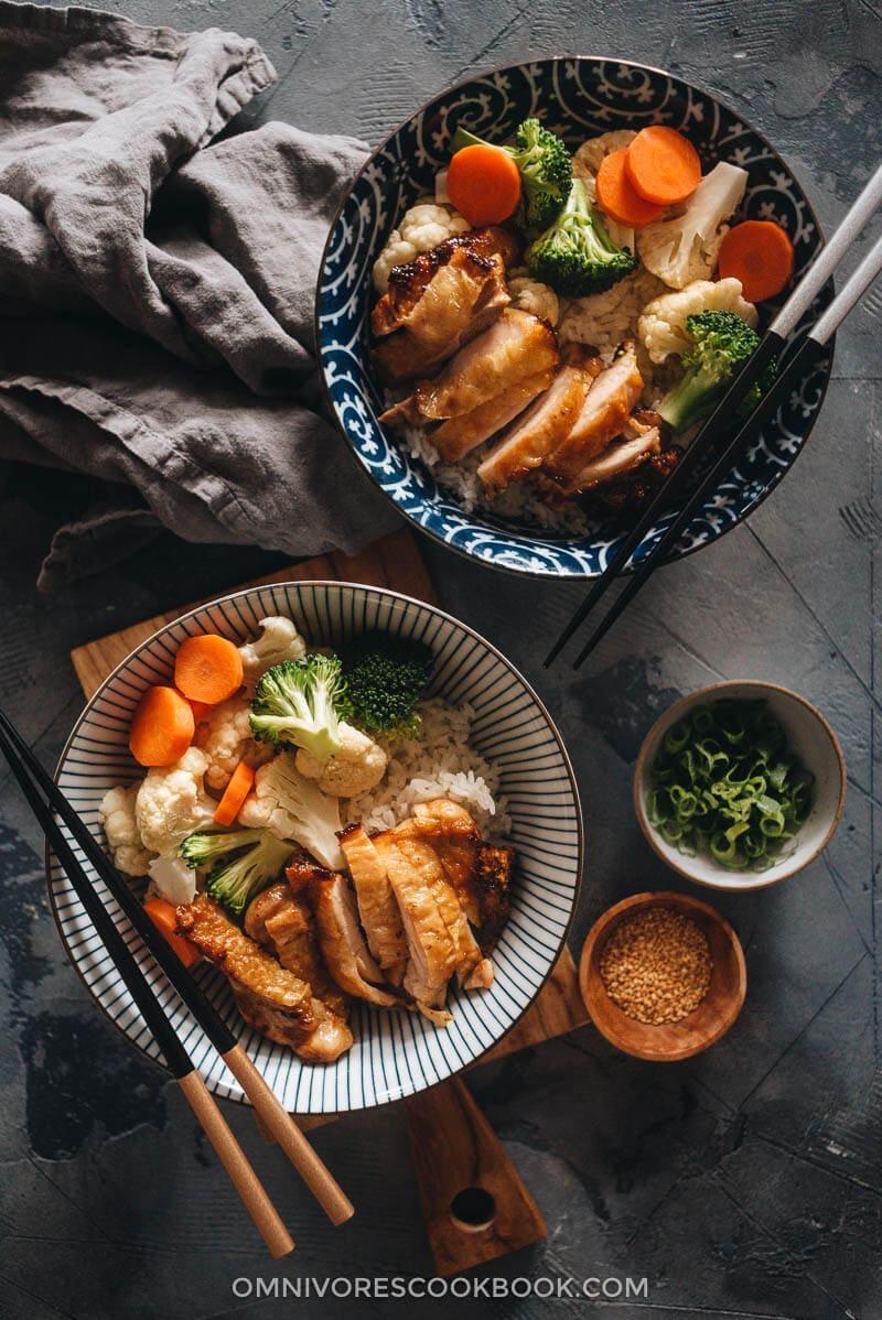 Chinese Yoshinoya style teriyaki chicken in bowls