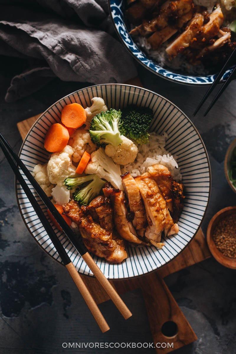 Chinese Yoshinoya style teriyaki chicken served on rice with veggies