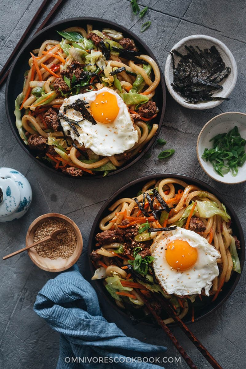 Yaki udon served in plates