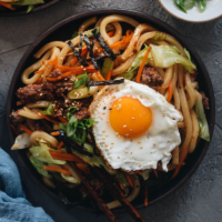 Easy Fried Udon - An easy fried udon recipe with a Chinese twist that yields a rich result that tastes like a beef burger. The recipe calls for very basic ingredients and doesn't require a wok. Try it out if you like takeout - you'll like this homemade version even better.