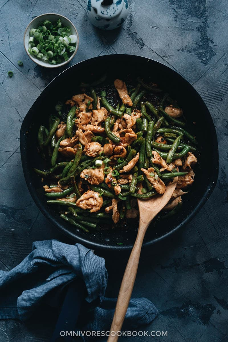 String bean chicken in a pan