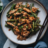 String bean chicken served in plate