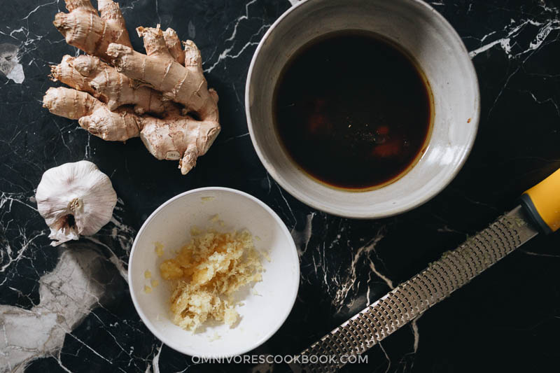 Grated ginger and garlic