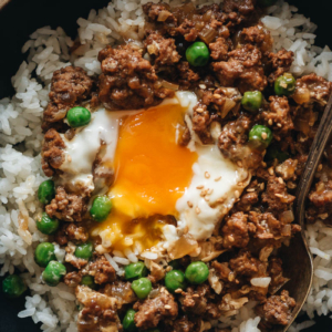 Cantonese ground beef bowl close-up