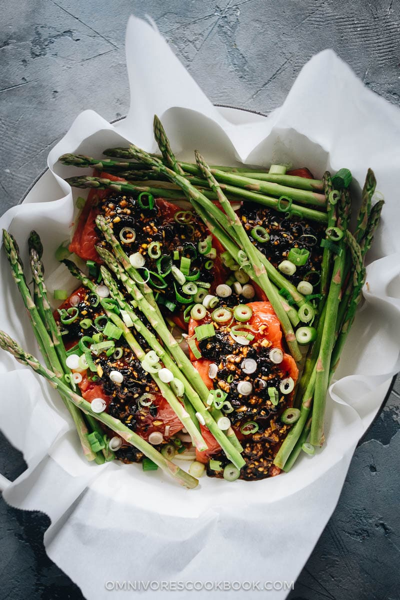 Making steamed salmon with black bean sauce in a dutch oven
