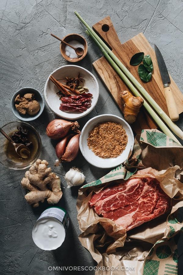 Ingredients for making beef rendang