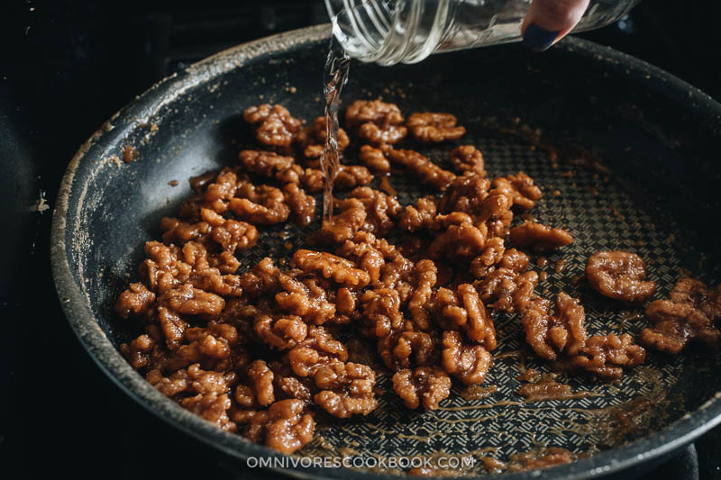 Adding water to crystalized walnuts