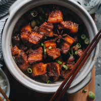 Hong shao rou in claypot