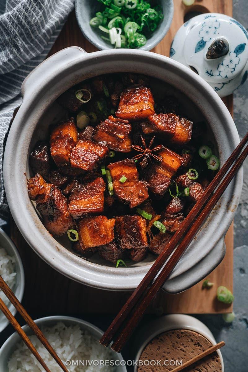 Hong shao rou in claypot