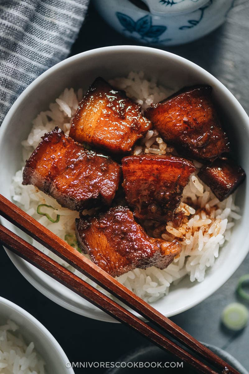 Hong shao rou served on steamed rice