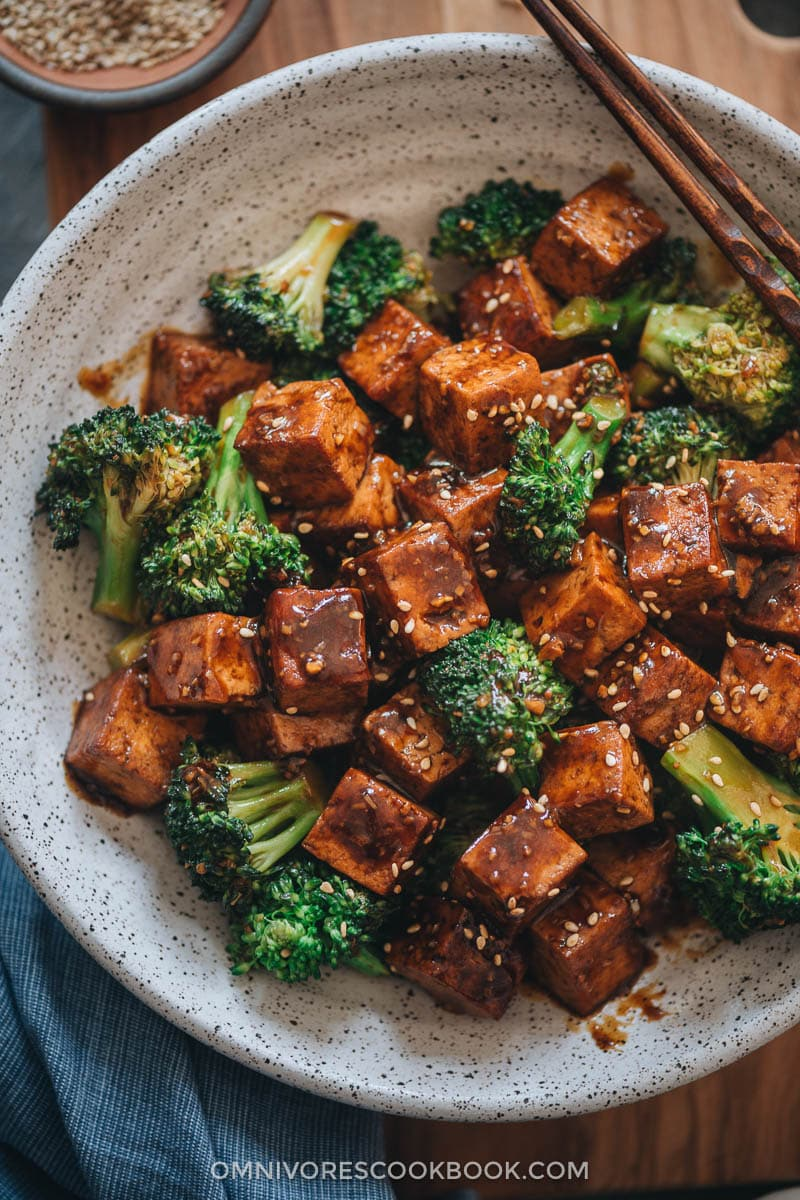 Tofu with broccoli in brown sauce over rice