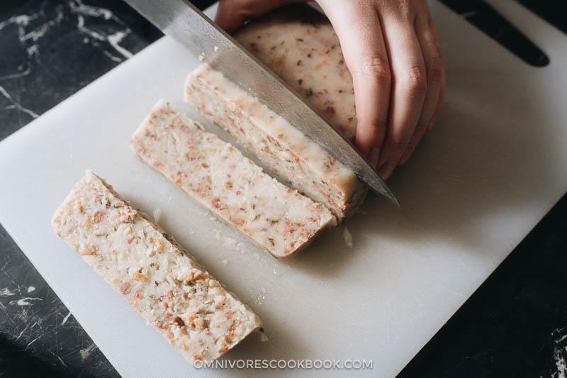 How to slice Chinese turnip cakes