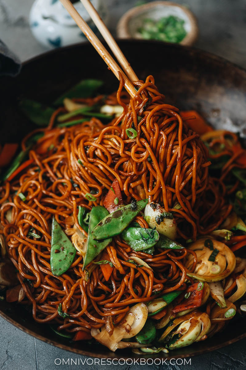 Vegetarian lo mein close up