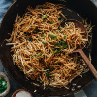 Try some homestyle Chinese with this easy, healthy, and delicious bean sprout stir fry that takes just minutes to put on your dinner table! {Vegan, Gluten-Free Adaptable}