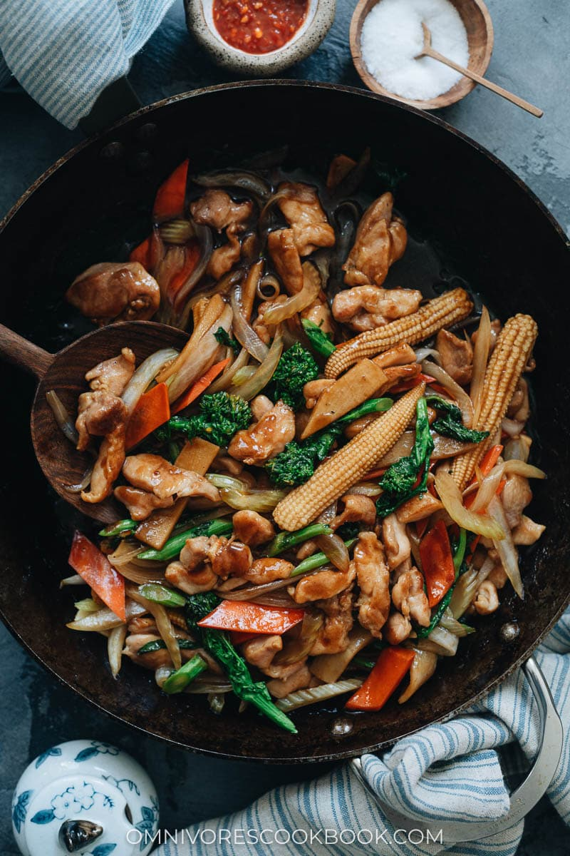 Stir fried chicken with veggies in a pan