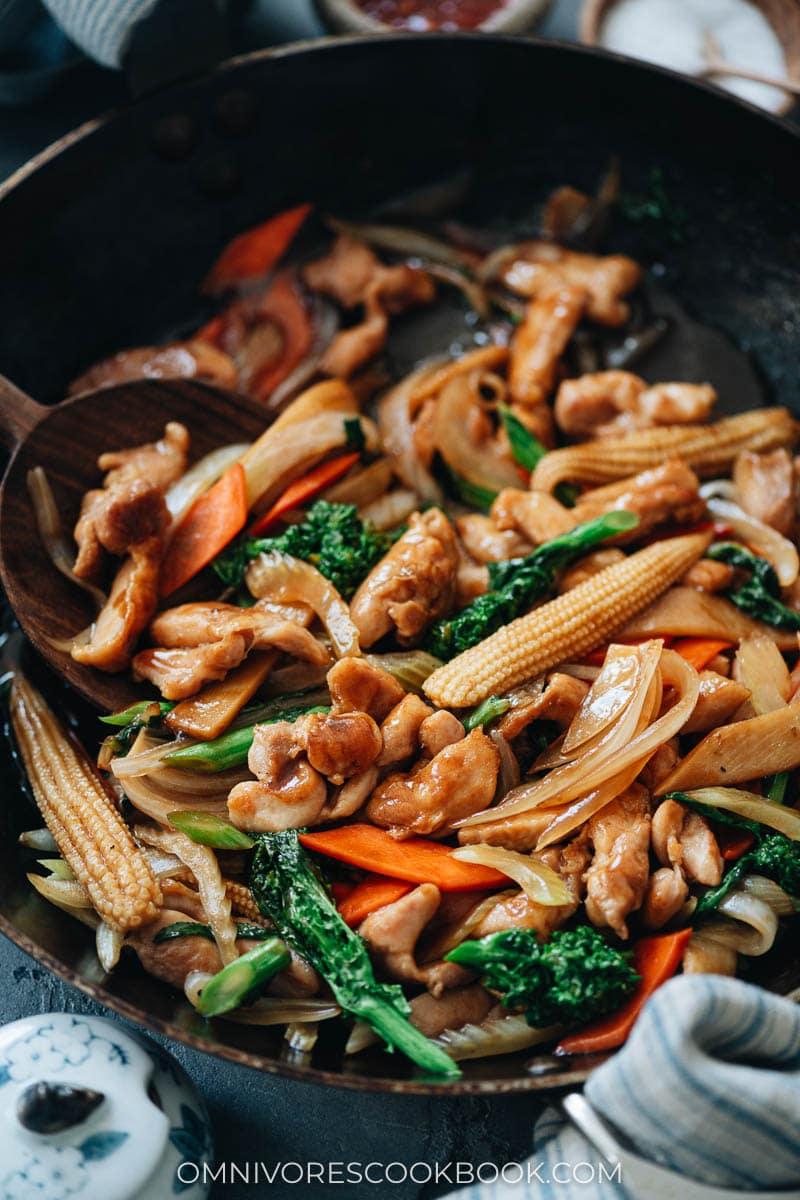 Chicken chop suey in a pan