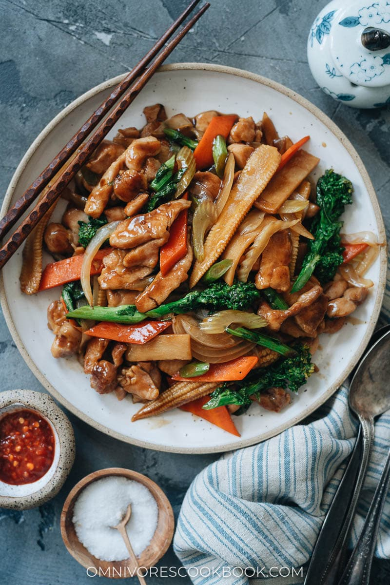 Chinese chicken stir fry with veggies