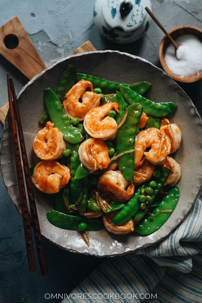 Chinese shrimp and snow peas in a bowl