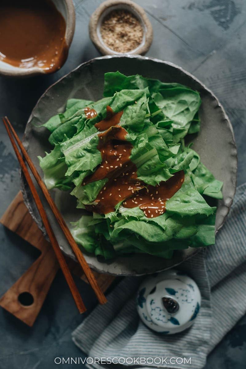 Celtuce leaves salad with sesame sauce