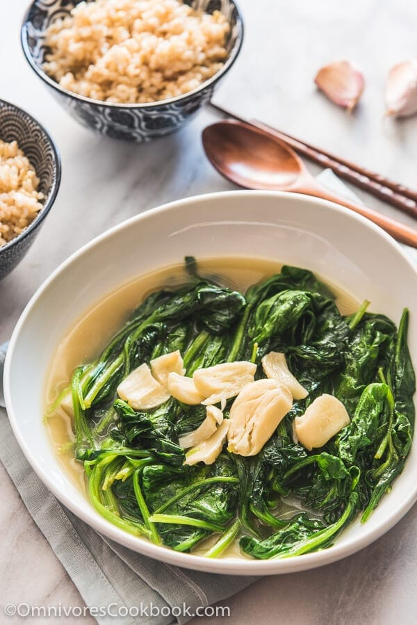 Garlic Spinach in Chicken Broth | 20 Quick and Easy Asian Side Dishes
