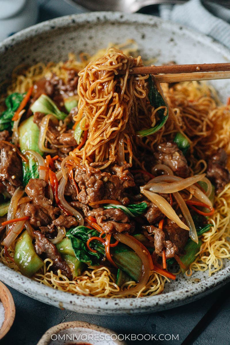 Beef pan fried noodles close-up