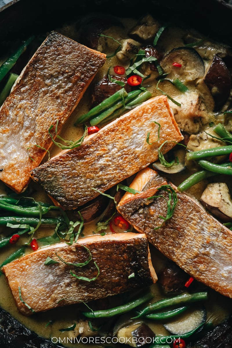 Crispy Thai-style salmon curry close-up